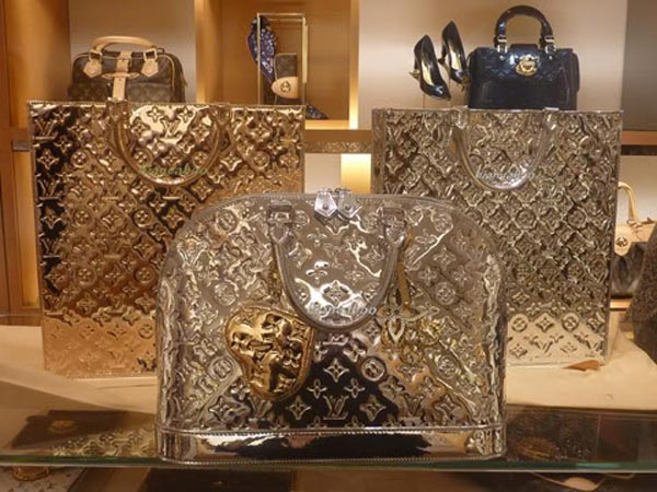 Exclusive-Louis-Vuitton-Monogram-Miroir-Sac-1