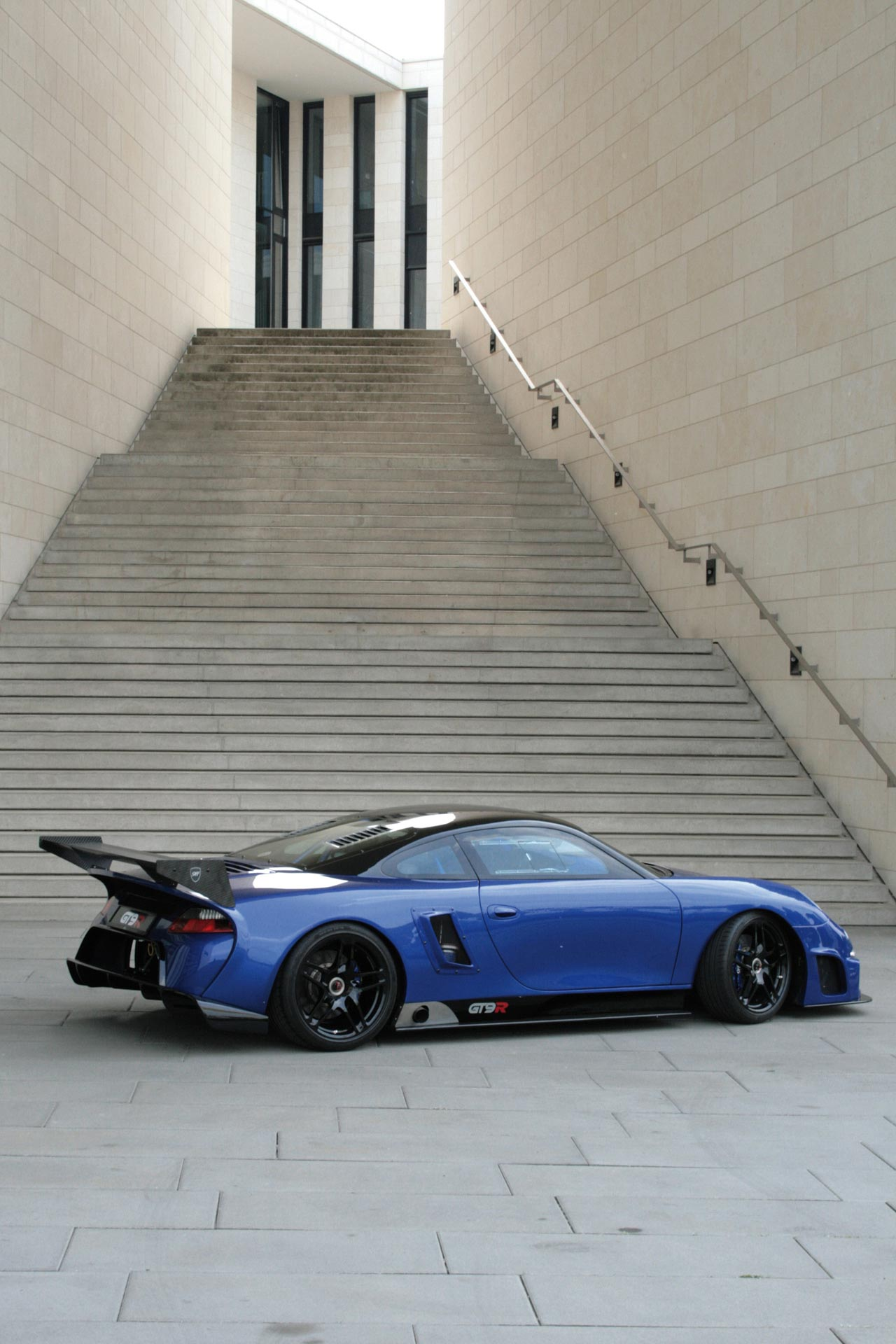 Porsche-9ff-GT9-R-6