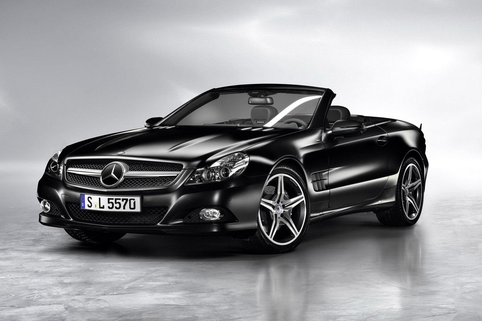 Mercedes-Benz-Sl-Night-Edition-Roadsters 1
