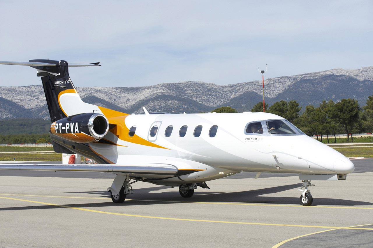 Phenom 300 cockpit phenom executive jet line leaders of innovation - Embraer Bmw Phenom