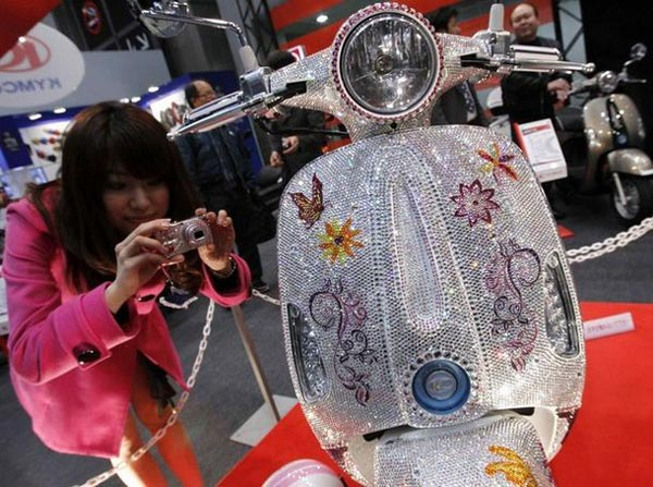 Kymco-Scooters-with-Swarovski-Crystals-1