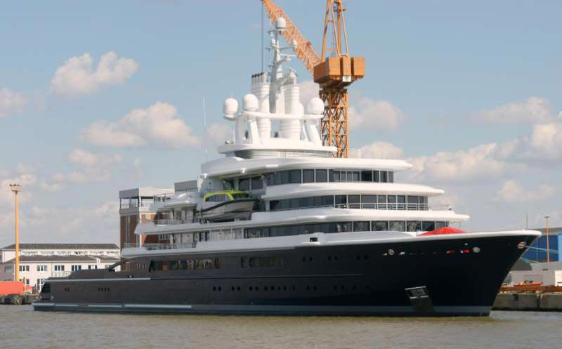 Luna Yacht – World's Largest Expedition Motor Yacht Picked Up by Roman Abramovich