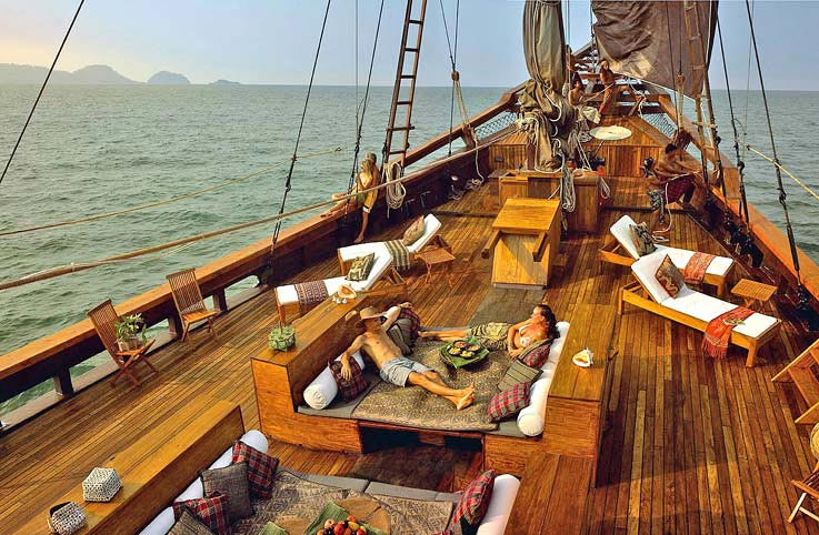 Silolona Yacht Offers Luxury Cruise in Indonesia