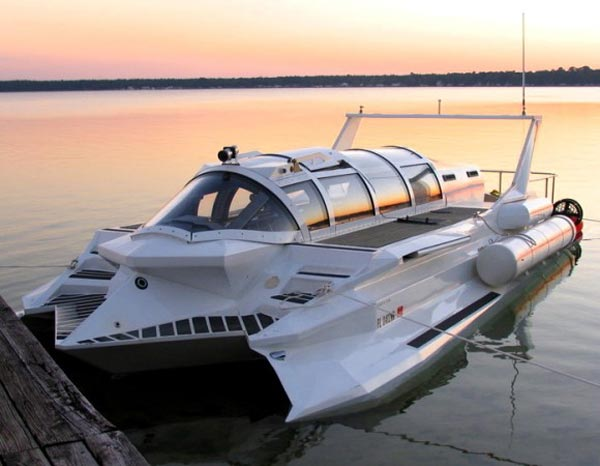 Submarine Powerboat Hybrid – Next Up in the World of James Bond