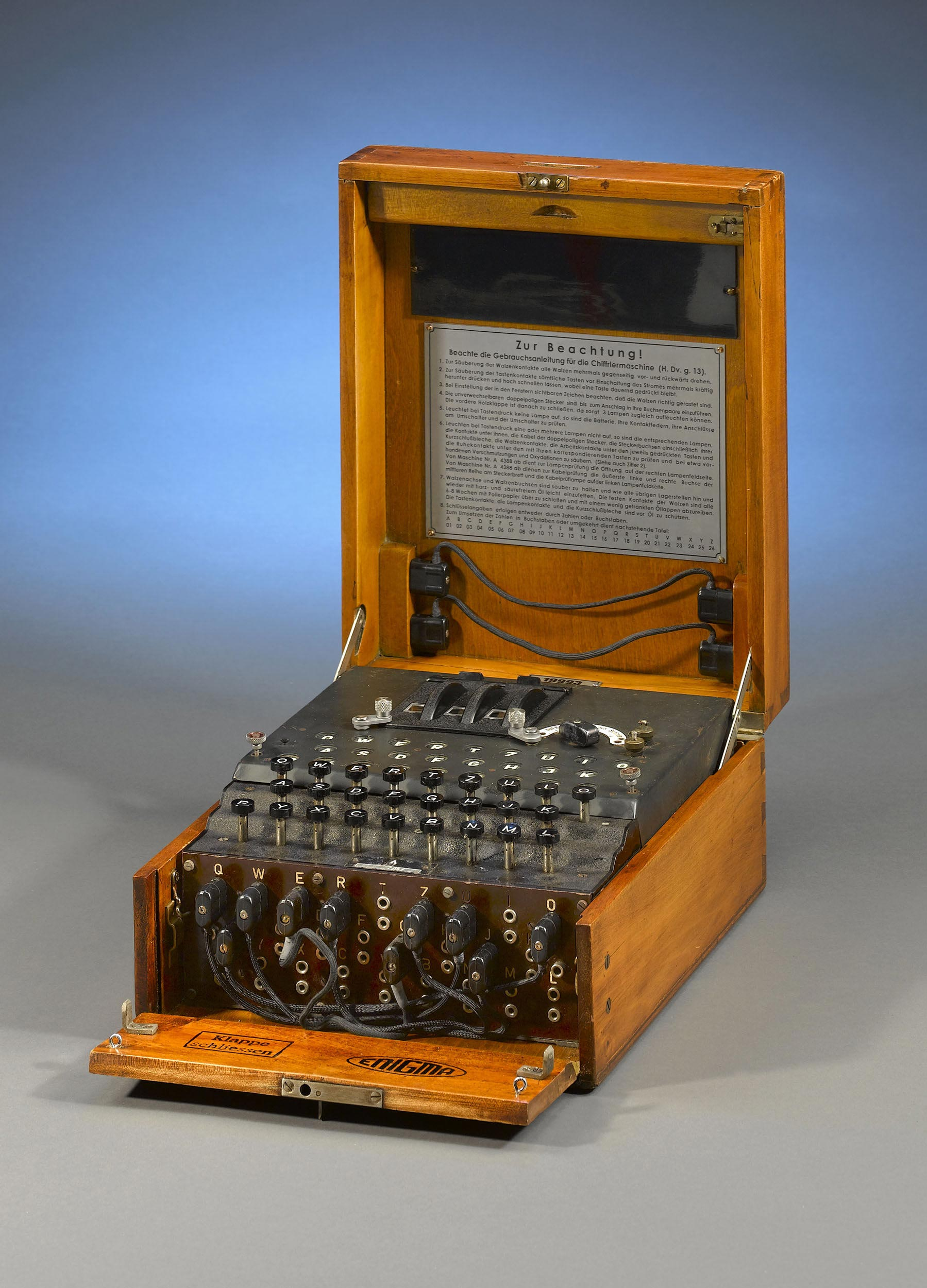 Very-Rare-WWII-Enigma-Cipher-Machine-1