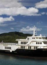 Allure Shadow – Sport Utility Yacht Come Up For Sale on JamesList