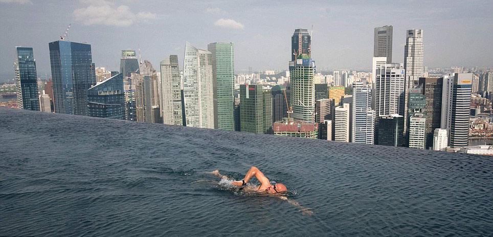 Marina Bay Sands Hotel &#8211; Infinity Pool 55 Storeys Above Ground Opens in Singapore