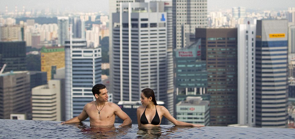 MARINA BAY SANDS HOTEL – Infinity Pool 55 Storeys Above Ground ...