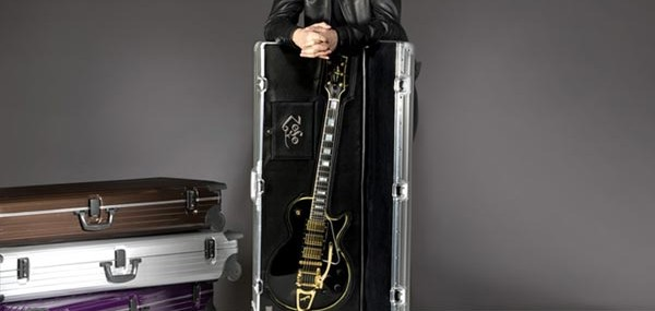 Logo-Case-crafted-by-Jimmy-Page-and-RIMOWA