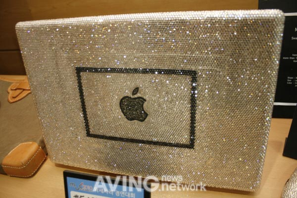 MacBook Decorated with Swarovski Crystal at 2010 Mac User Conference
