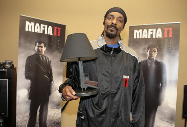 Snoop Dog with Mafia II Gun Lamp