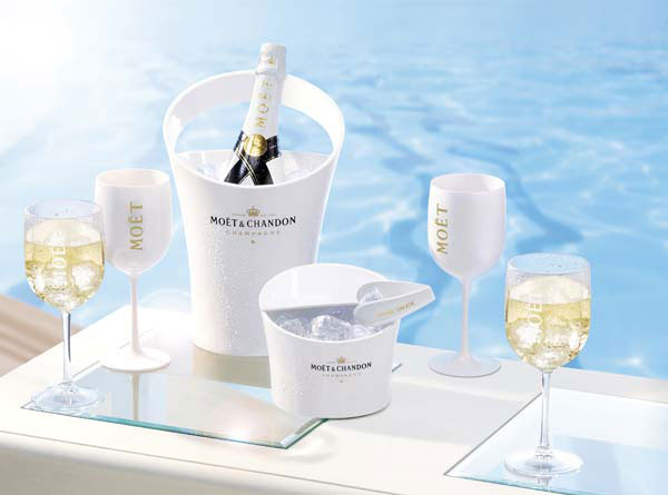 Moet chandon ice imperial champagne made especially for Piscine de champagne