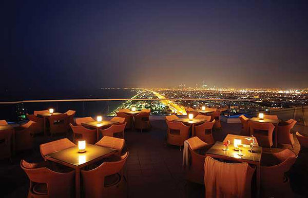Jumeirah beach hotel the world 39 s best hotel rooftops for The best hotel ever