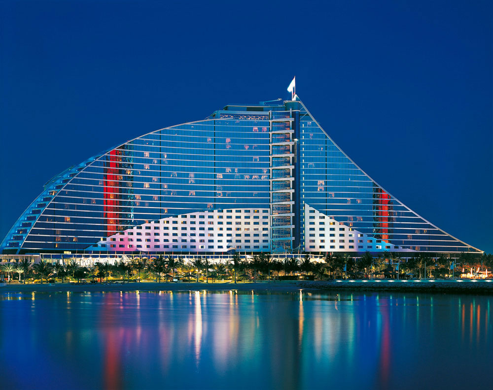 Jumeirah beach hotel the world 39 s best hotel rooftops for Top hotels worldwide
