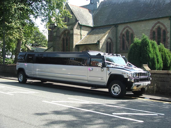 The Ultimate Hummer Expirience – 18 Seater Silver Hummerzine Limo