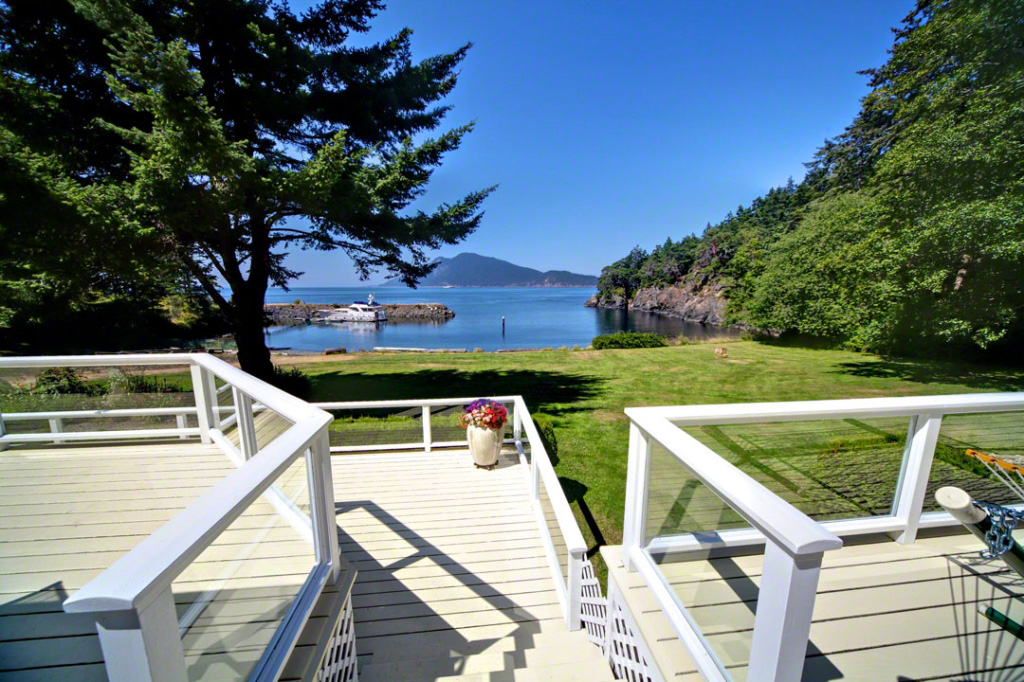 Vendovi Island off the Coast of Washington State Goes up for Auction