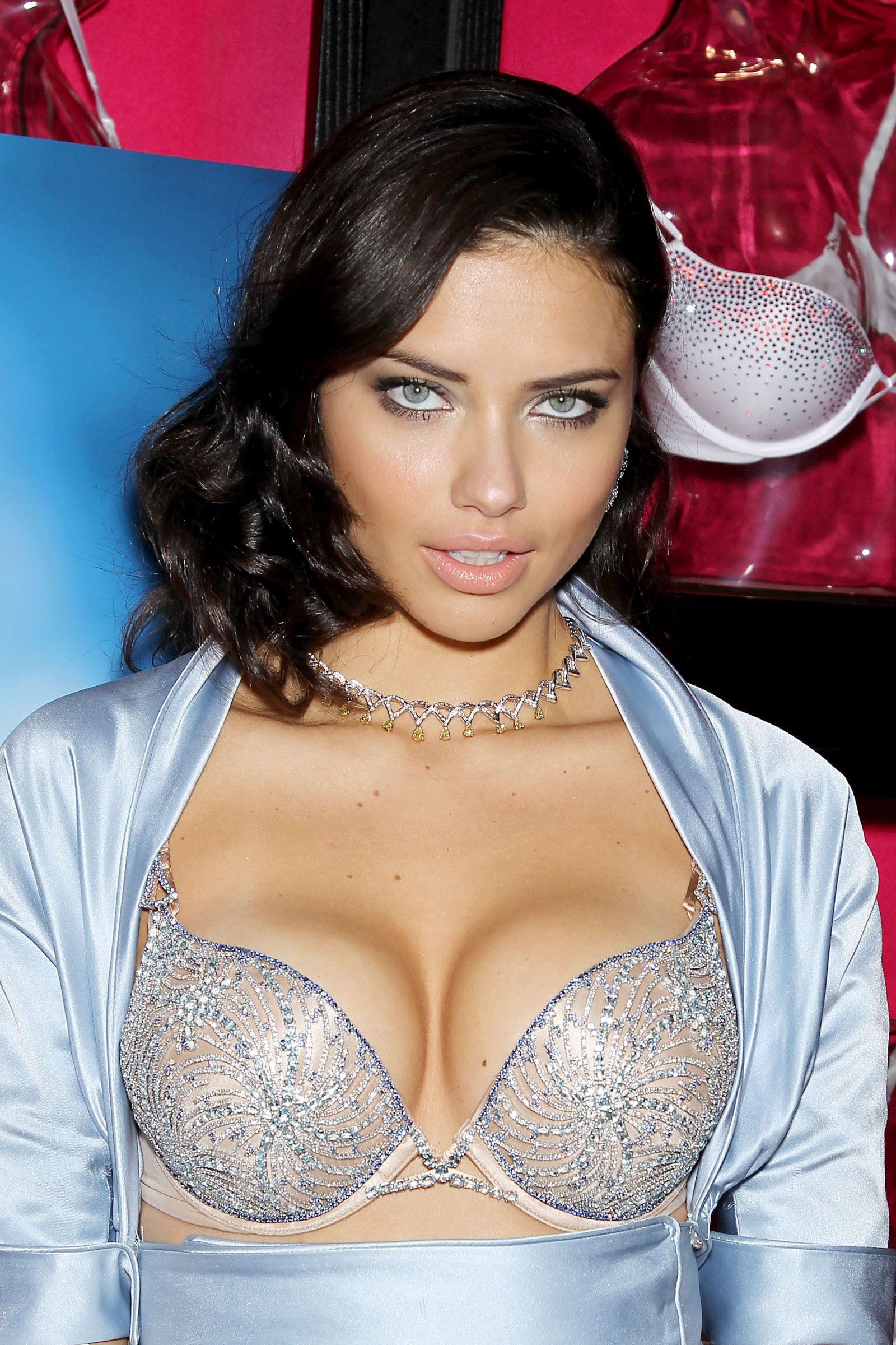 Adriana Lima Unveil the $2 Million Diamond-studded Victorias Secret Fantasy Bra