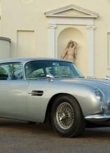 James Bond's 1964 Aston Martin DB5 Sold for £2,6 Million