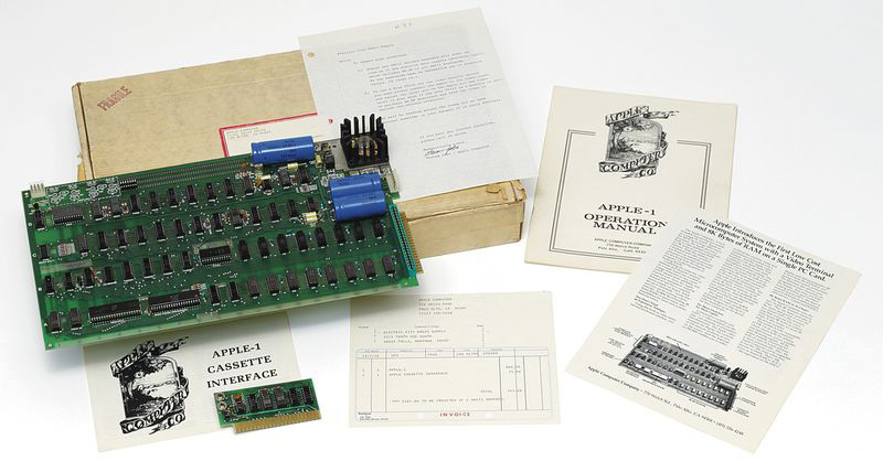 The Apple 1 board, accessories and documentation