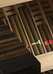 Stores Your Prized Cigars in Buben&Zorweg's Grand Connoisseur Humidor