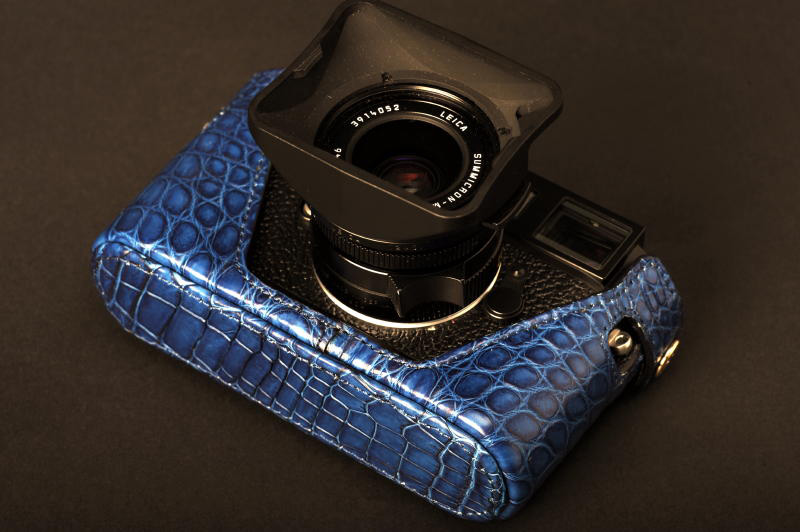 Limited-Edition-The-Leica-M9-Nile-Crocodile-Leather-Half-Case-1