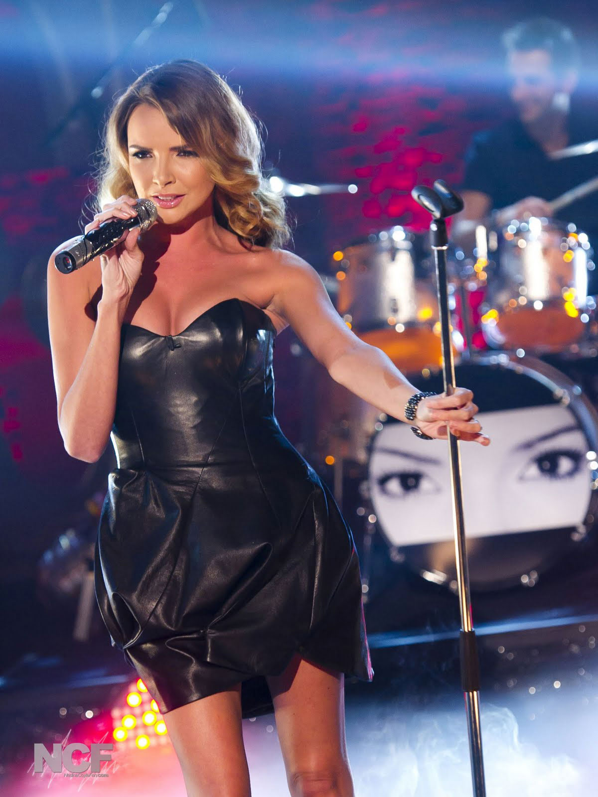 CrystalRoc Creates Swarovski-studded Sennheiser G2 935 Microphone for Nadine Coyle