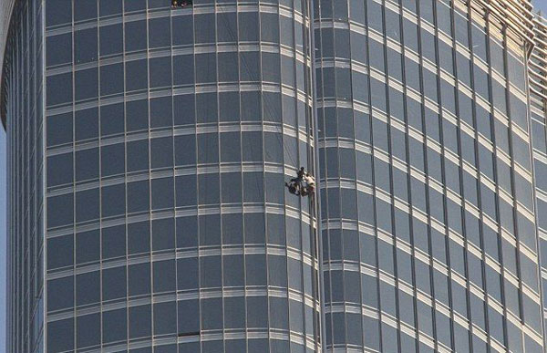 Tom Cruise Hangs Out Dubai's Burj Khalifa