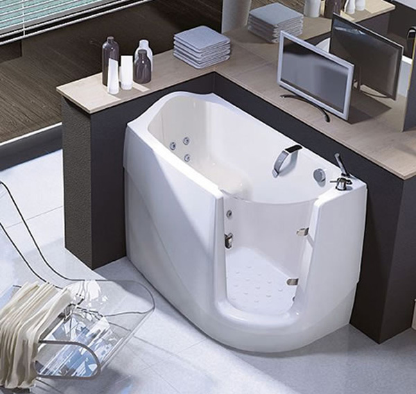 Sit And Relax Walk In Compact Bath Tubs By Treesse
