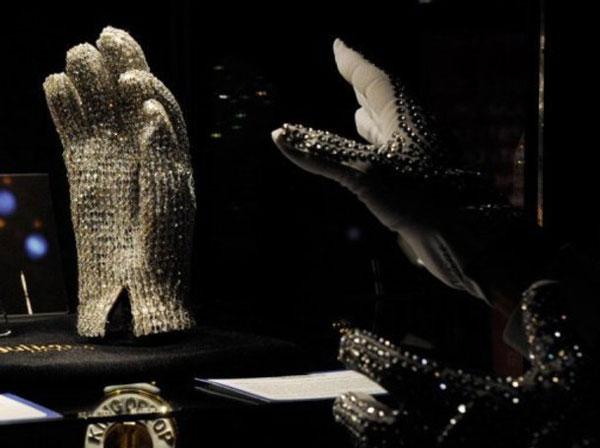 Not Bad at All – Michael Jackson's Crystal Studded Bad Tour Glove Earns $300,000