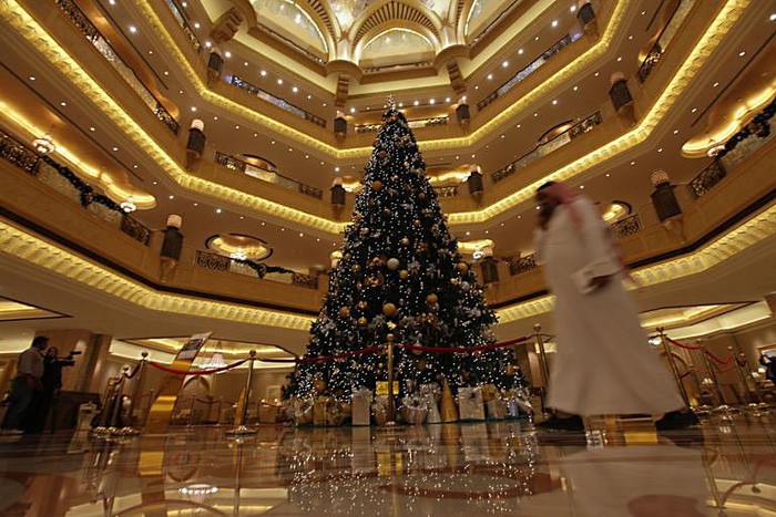 Abu Dhabis Emirates Palace Unveils Most Expensive Christmas Tree