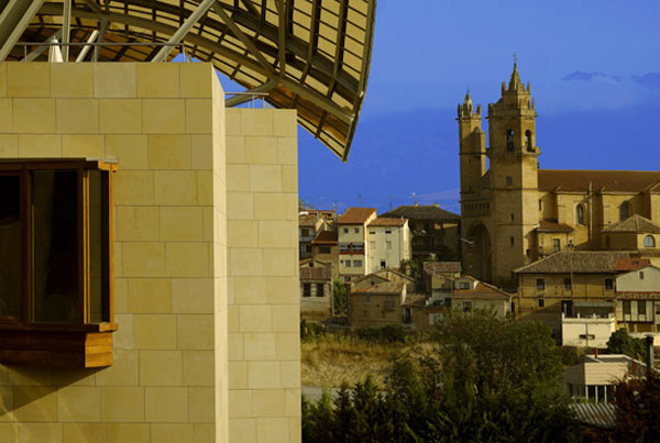 Luxury hotel with spectacular views marques de riscal extravaganzi - Marquis de riscal hotel ...