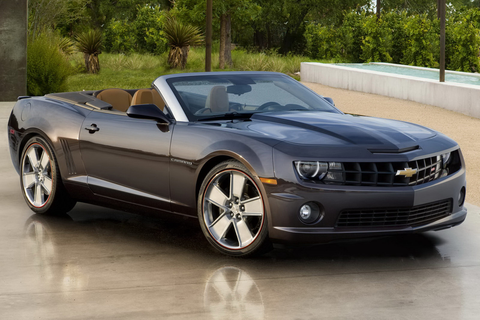chevrolet camaro convertible goes to super bowl xlv mvp. Black Bedroom Furniture Sets. Home Design Ideas