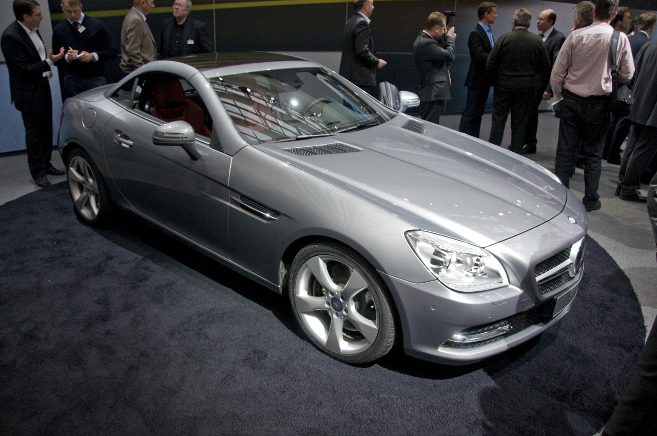 mercedes benz took the wraps of new 2012 slk roadster extravaganzi. Black Bedroom Furniture Sets. Home Design Ideas