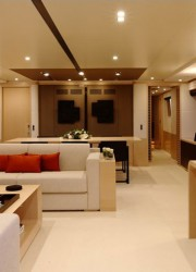 Superyacht Tradition 105'
