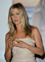 Jennifer Aniston Perfume Now on Sale at Sephora