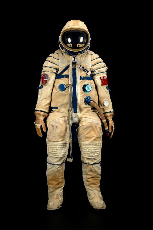 Alexei-Leonov's-Sokol-spacesuit-used-in-the-Apollo-Soyuz-Test-Project