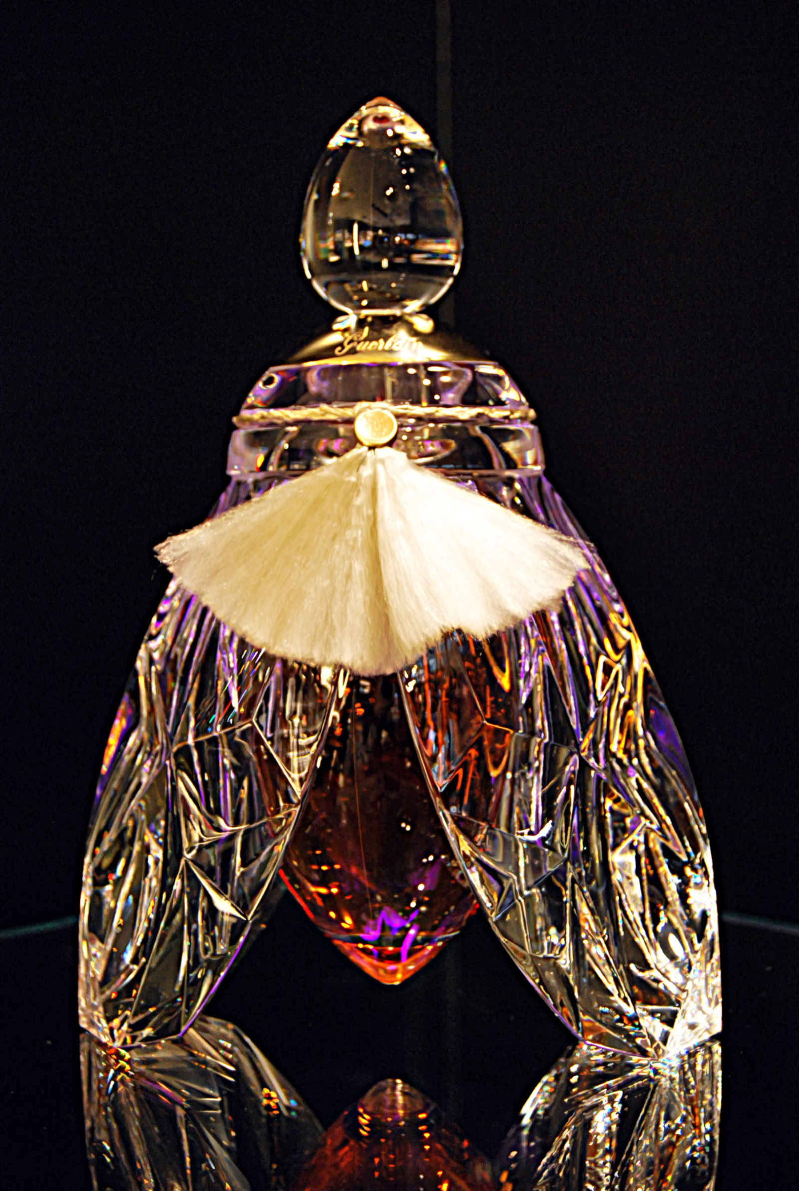 L'Abeille-de-Guerlain-Luxury-Fragrance
