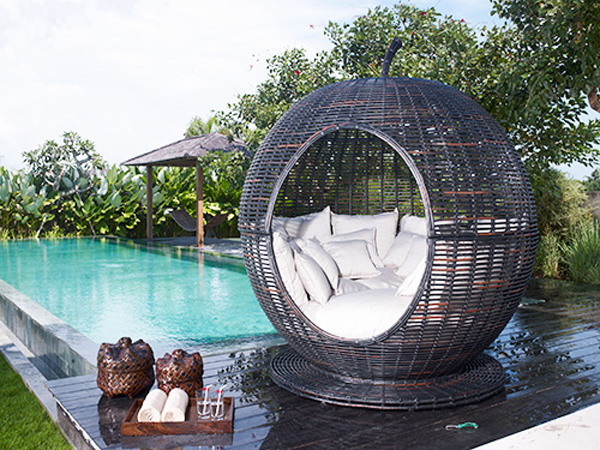 Igloo apple outdoor wicker daybed by sky line extravaganzi for Igloo de jardin