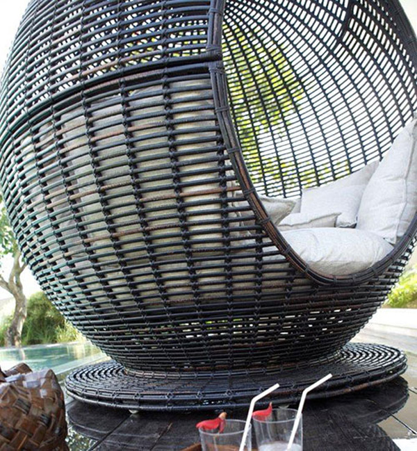 Iglu Apple - Outdoor Wicker Daybed by Skyline