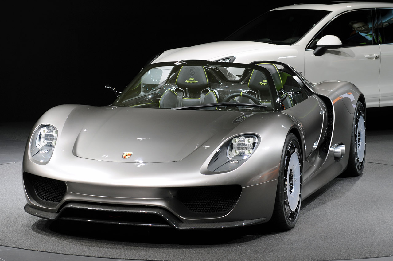Porsche 918 Spyder Hybrid Available for Order