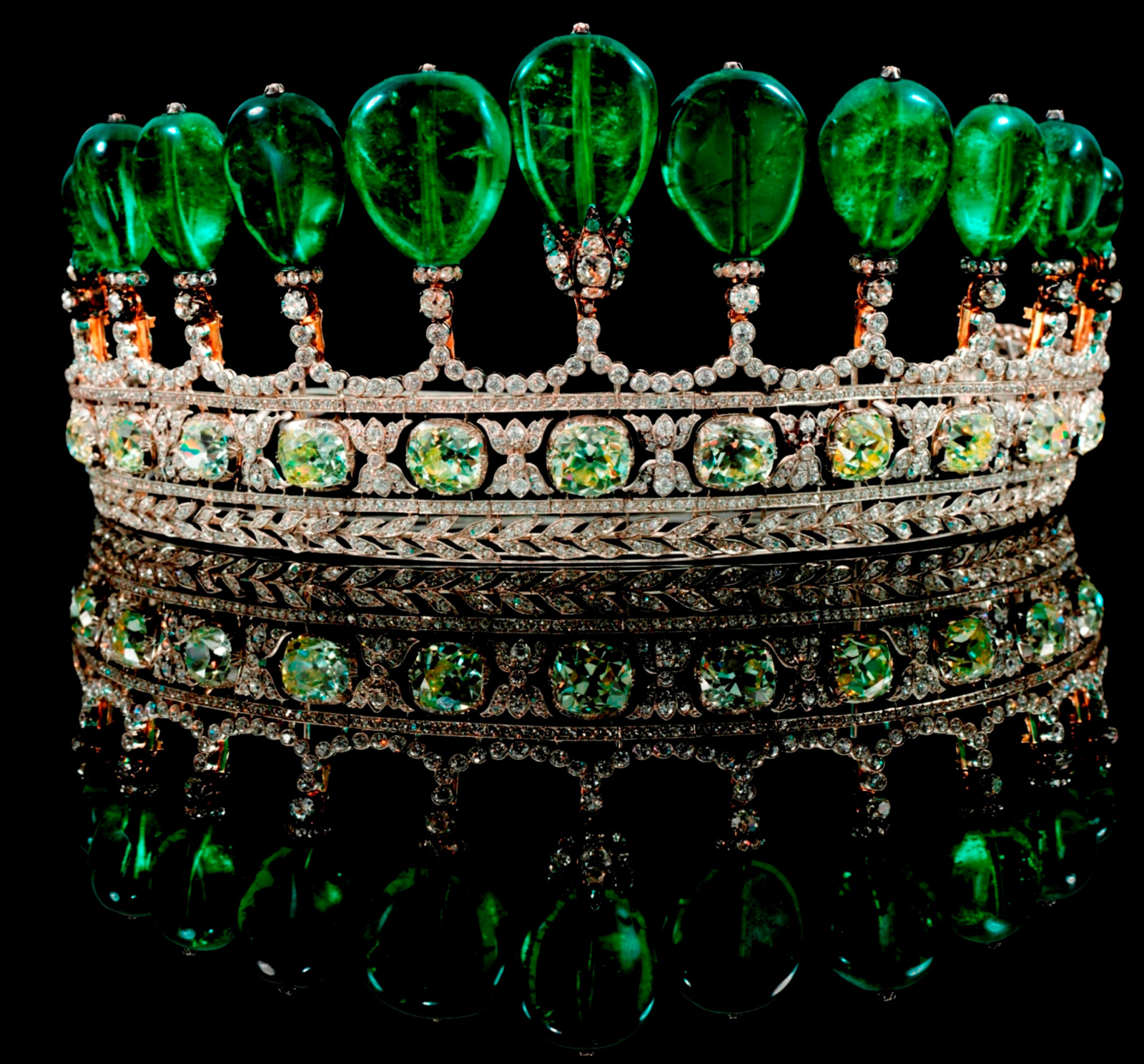 Emerald-and-Diamond-Tiara-Formerly-in-the-Collection-of-Princess-Katharina-Henckel-von-Donnersmarck-2.jpg