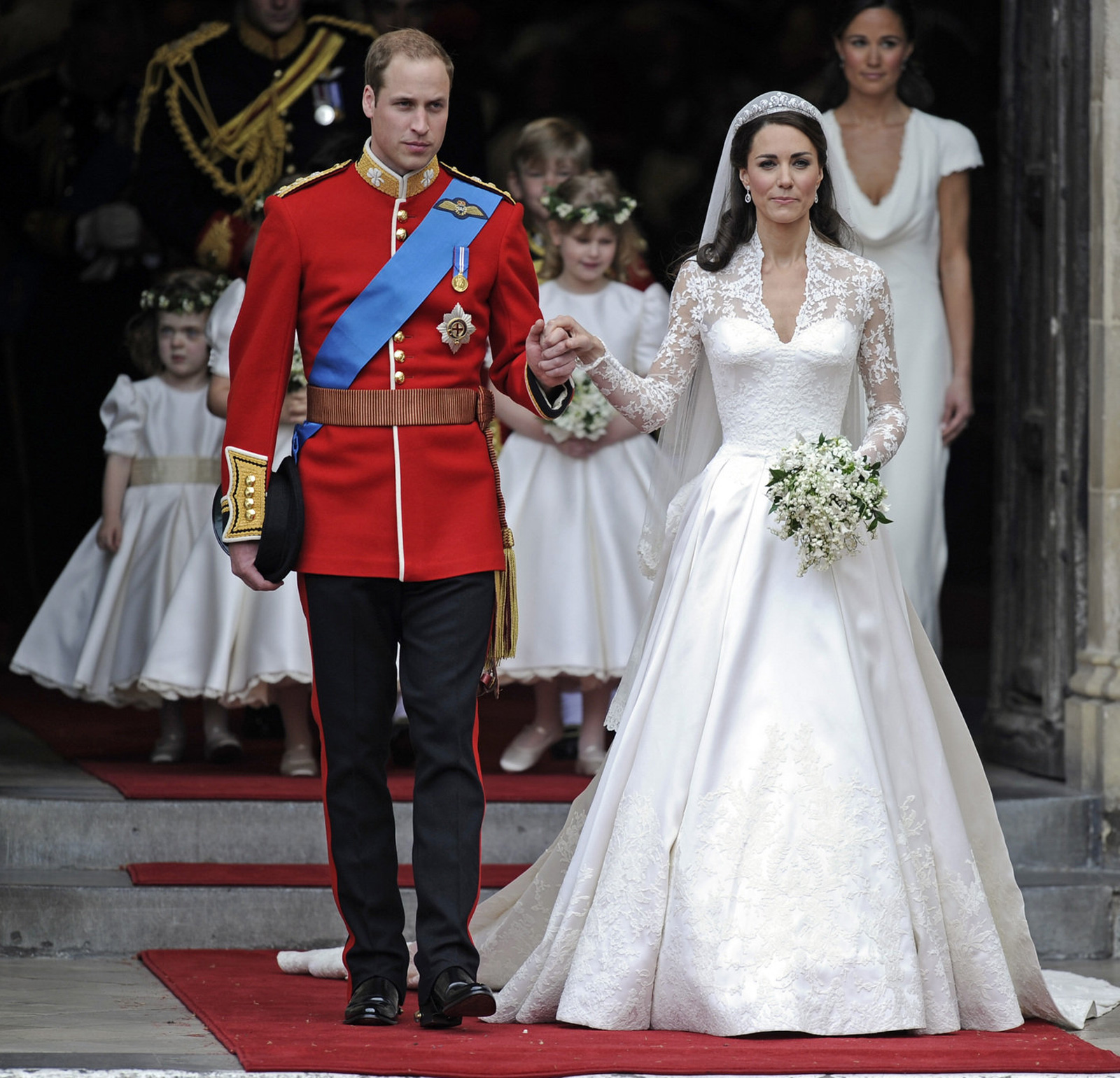 Kate&#8217;s Wedding Dress Recreated in Just Five Hours