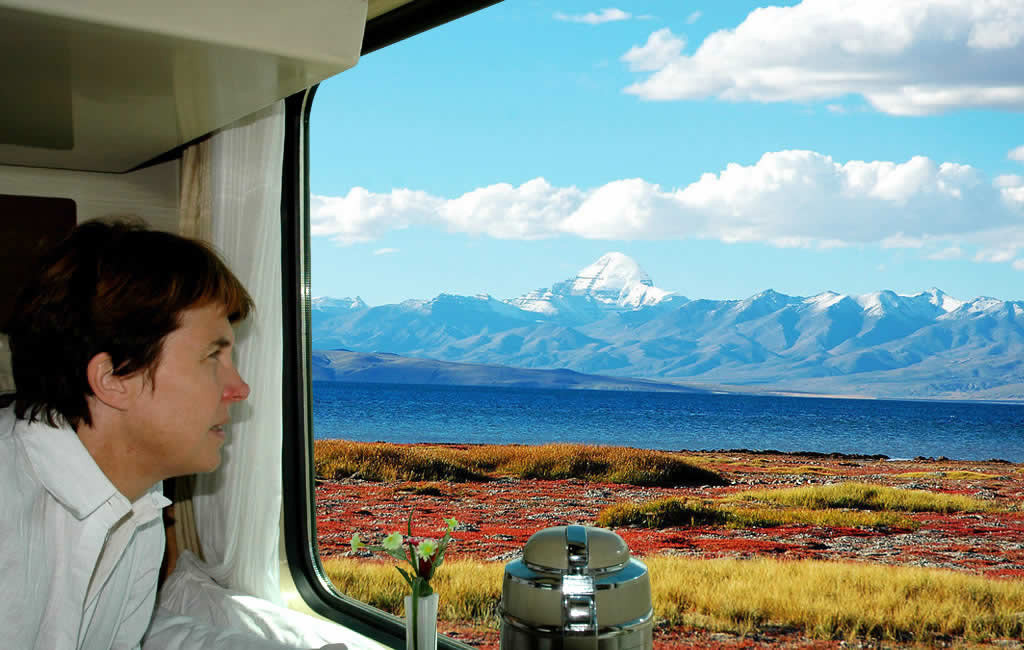 See Amazing Scenery in the Tibet Train