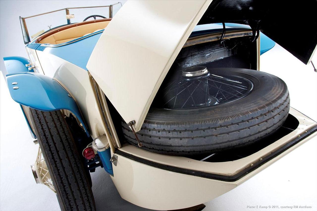 """A Ferrari 308 GTS """"Targa Top"""". rolls royce night"""