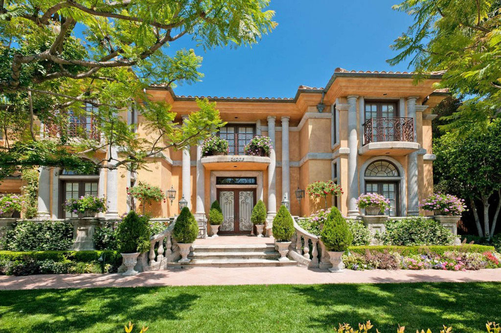 Charlie Sheen Sells His Beverly Hills Home For $7.2 Million