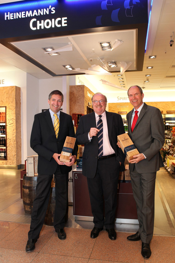Hamburg Airport executive board members Michael Eggenschwiler (left) and Claus-Dieter Wehr (right) with Gunnar Heinemann (middle)