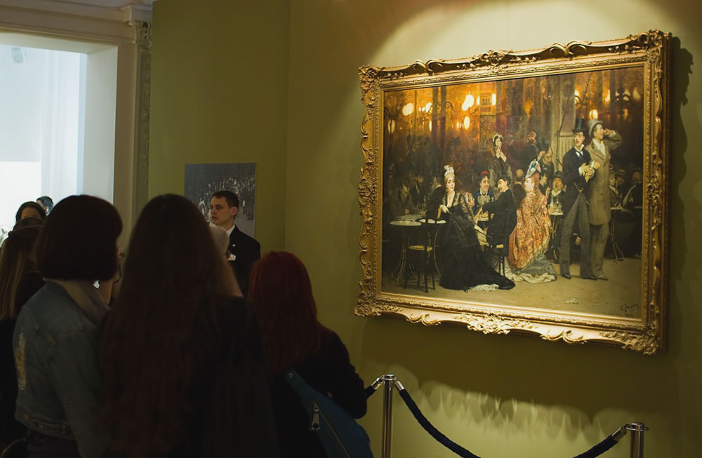 Participants inspect a painting called 'A Parisian Cafe' by artist Ilya Repin during the Fine Art Auction House Christie's Moscow exhibition, April 1, 2011.