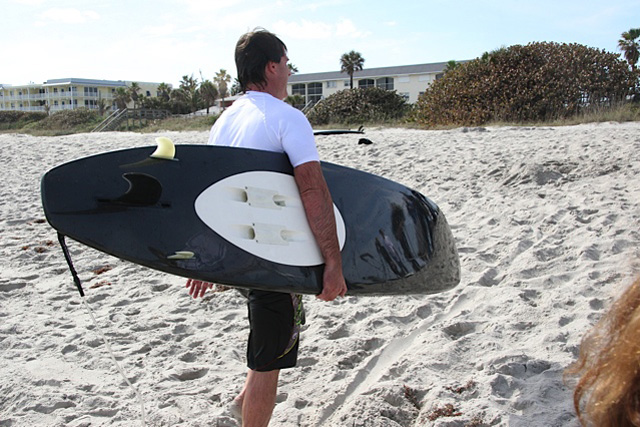 WaveJet's Motor-Powered, Paddle-Free Sufboard