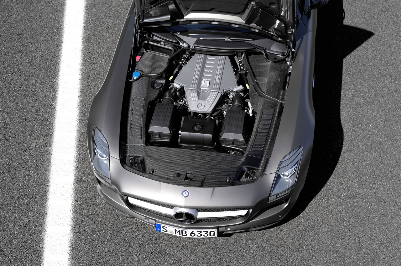 Mercedes-Benz SLS AMG Roadster Finally Unveiled