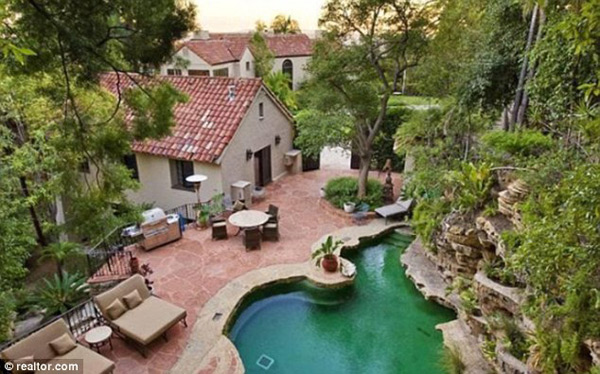Katy Perry And Russell Brand Buying Luxury $6.5 Million Hollywood Mansion